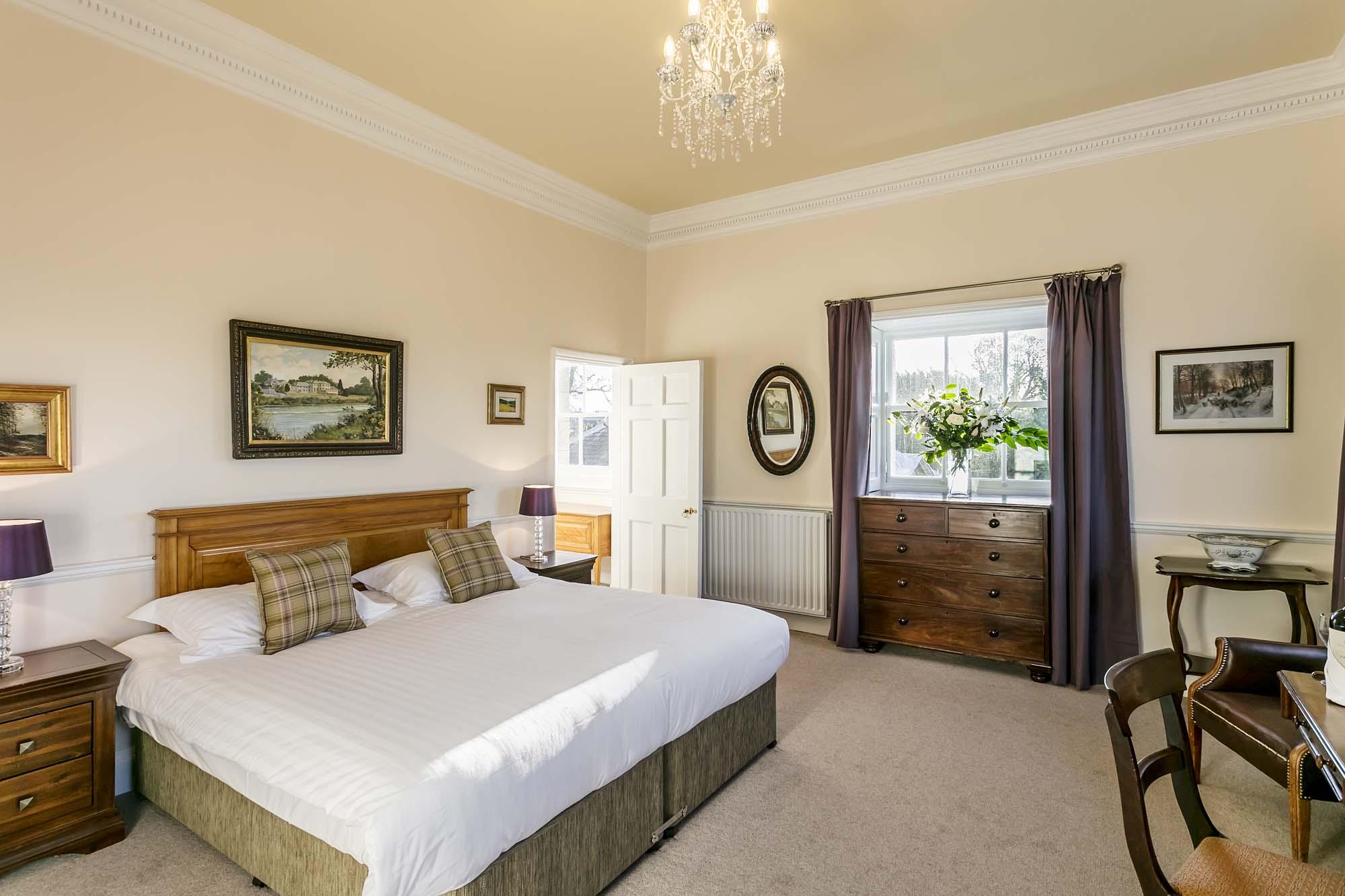 Courtyard King Room Wordsworth Hotel